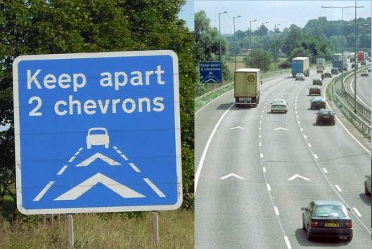 keep-apart-2-chevrons-road-sign